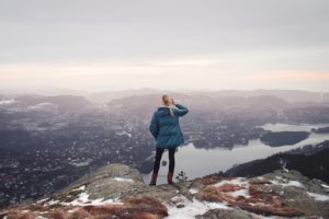 Femme enceinte randonnée - Woman hiking